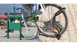 Kerékpárosok és kerékpártárolók