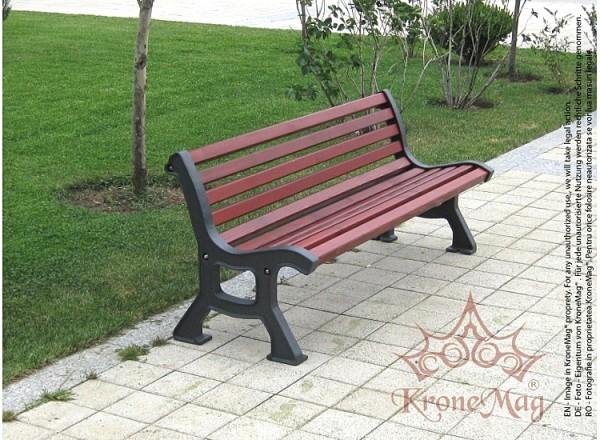 Kerti Bútor, Udvari Pad 700-FR
